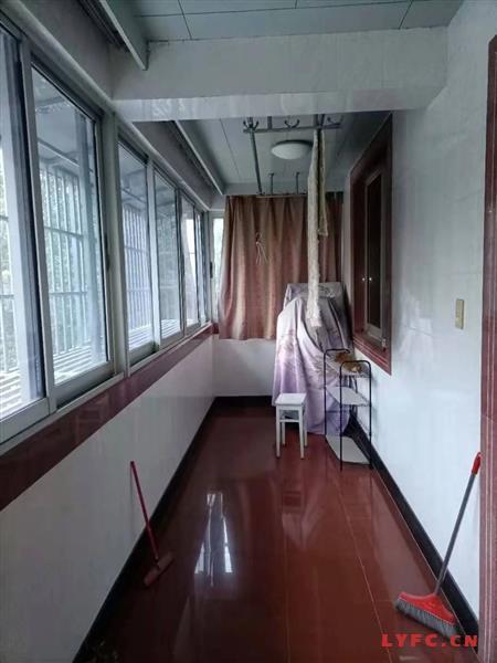 燕山东苑精装4房/2厅/1卫朝南好房2800元/月