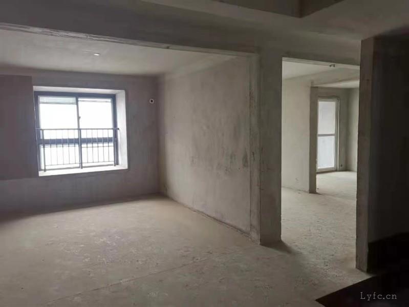 南航御湖城22楼115平米三室两厅一卫毛坯两车位