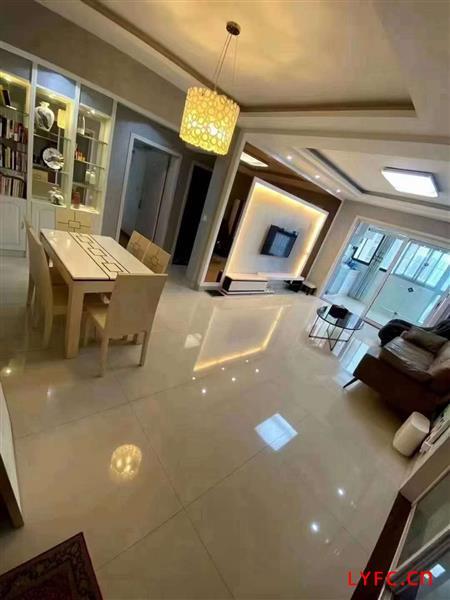 世纪名城20楼221型豪华装修开价135.8万一手