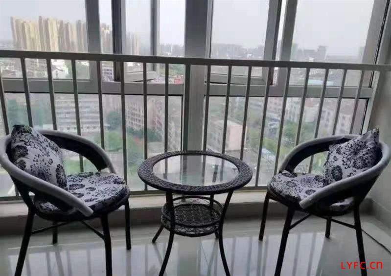 平陵大厦12楼,豪装出租,85平,221户型,2500元每月